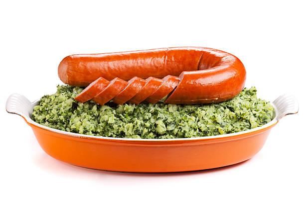 dutch food: 'boerenkool met worst' on a white background - stamppot stockfoto's en -beelden