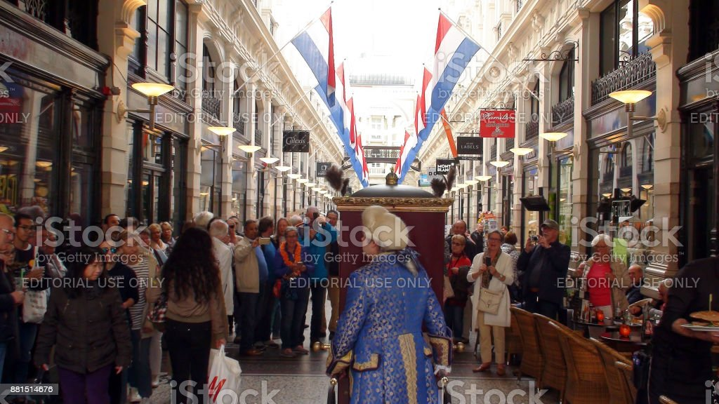 Dutch Street Artist Performing Inside Shopping Mall Passage During Prinsjesdag Ceremony In The Hague The Netherlands Europe stock photo