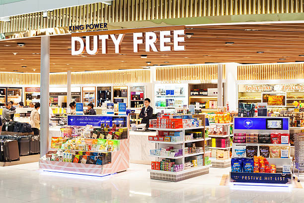 Duty free shop in Suvarnabhumi airport in Bangkok - foto de stock