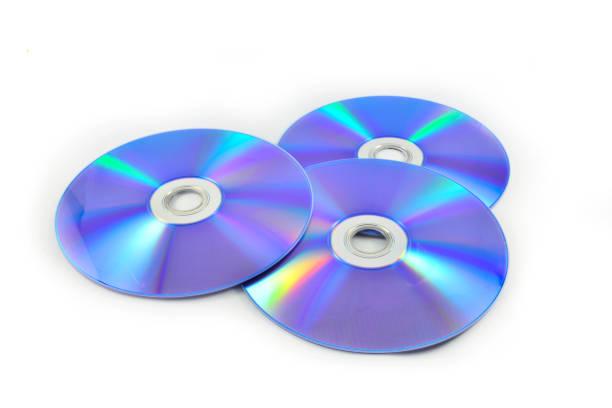 disque dvd ou blue ray isolé sur fond blanc - blu ray disc photos et images de collection