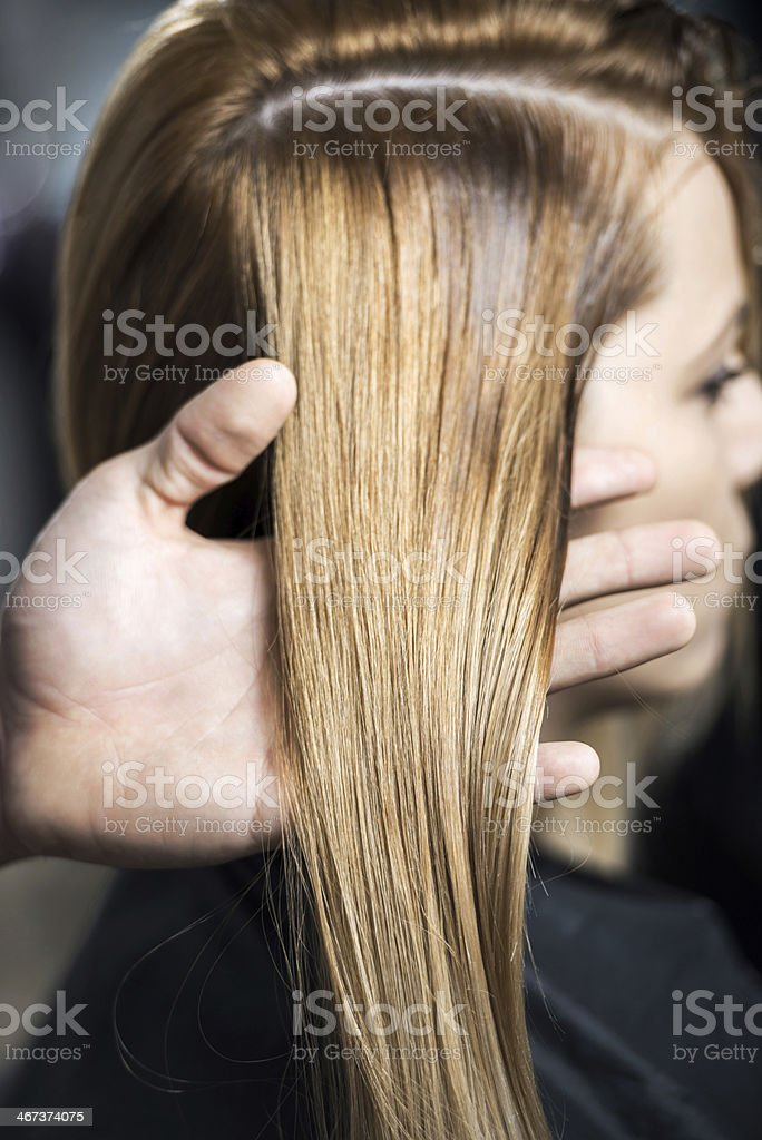 Close up of a dyed woman\'s hair.