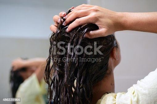 istock Dyeing hair 486339964
