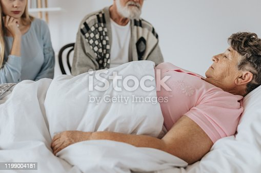 909569706 istock photo Dying in hospital 1199004181