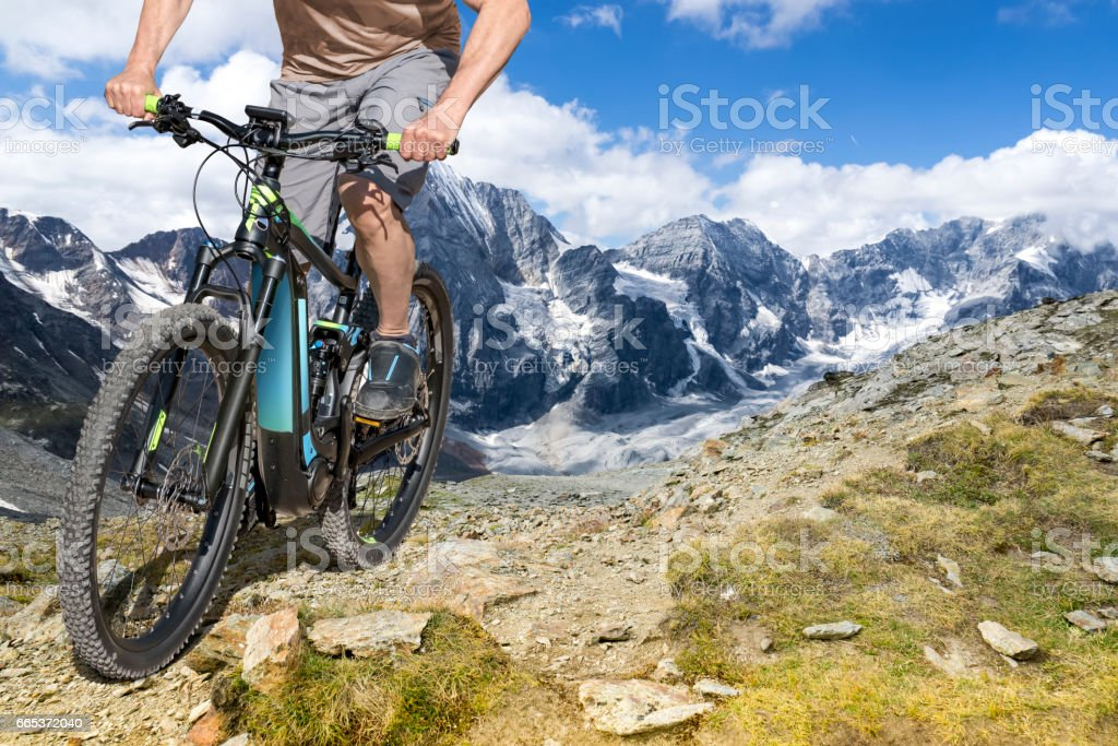 e-bike Fahrer Berg Wanderweg – Foto