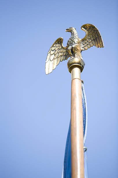 Adler-Flagge-Pole-Fels – Foto