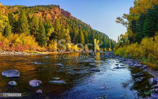 istock Eagle River Autumn Scenic Landscape 1279000234