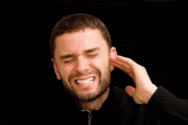 mal di orecchie - squillare foto e immagini stock