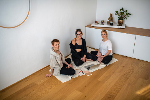 Early 30s Yoga Enthusiasts Using Laptop for E-Learning Tips