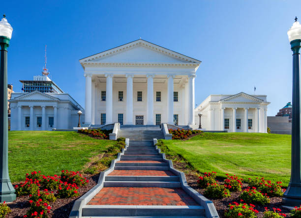 Early in the morning we walk over to the beautiful Virginia Capitol building in Richmond , Virginia