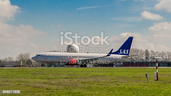 istock Early morning flight of SAS airline aircraft departures at Milano Linate airport 938317606