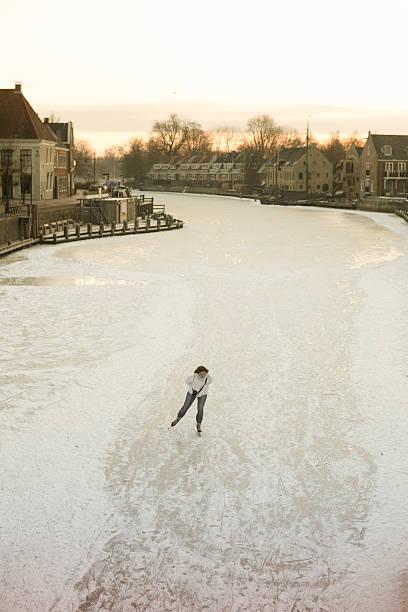 early morning ice skater - double_p stockfoto's en -beelden