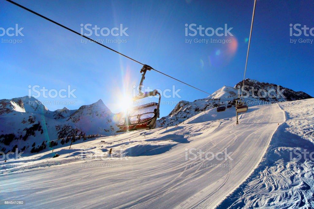 Tôt le matin dans la station de ski photo libre de droits