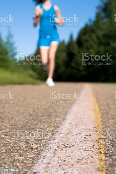 Early Morning Summer Jog - Fotografias de stock e mais imagens de 16-17 Anos
