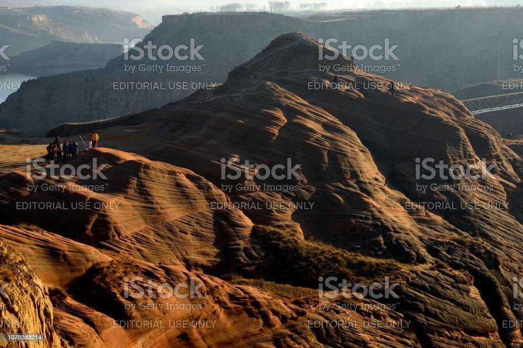 Am frühen Morgensonne schien auf die Danxia landform – Foto