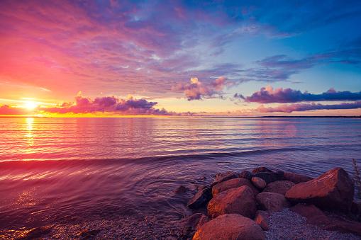 Early Morning Sunrise Over Sea-foton och fler bilder på 2015