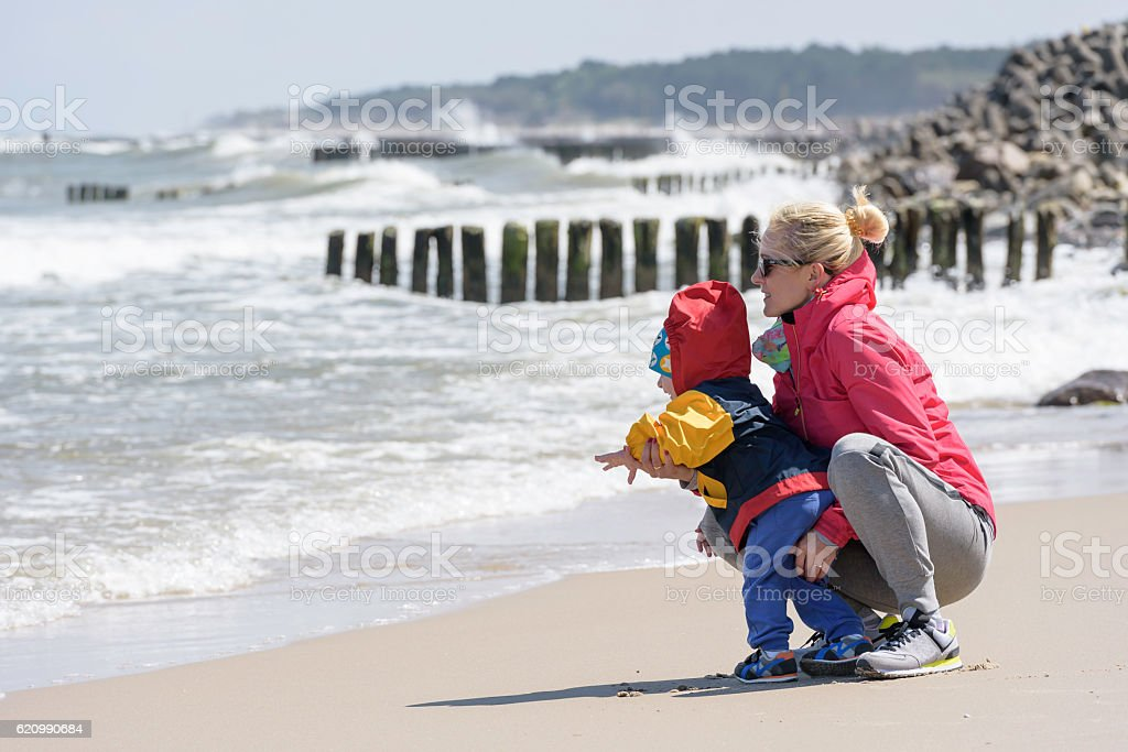 Early spring walk on a beach foto royalty-free