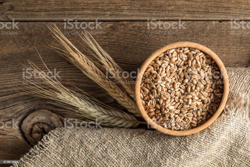 Ohren von Getreide und Schale des Getreides. – Foto