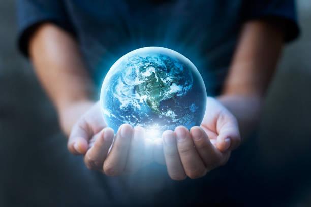地球の日、人間手の青い地球、地球概念保存を保持しています。nasa から提供されたこのイメージの要素 - 地球 ストックフォトと画像