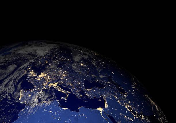 Die erde vom weltraum in der Nacht. Europa. – Foto