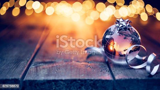 istock Earth globe on old table - Christmas Celebration Defocused wood 629758870