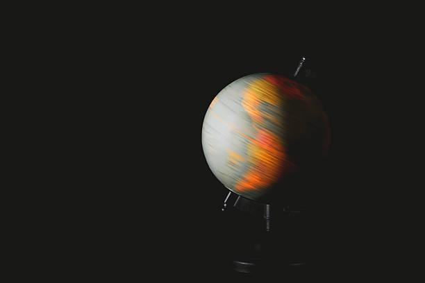 Erde Globus Drehen auf Schwarzer Hintergrund – Foto