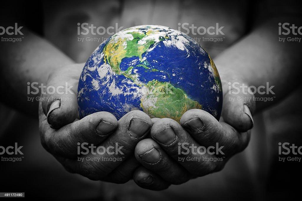 Tierra en mano - foto de stock