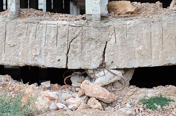 erdbeben misserfolg spalte  - disaster design stock-fotos und bilder