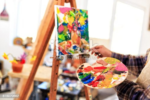 istock Easel and palette 515070552