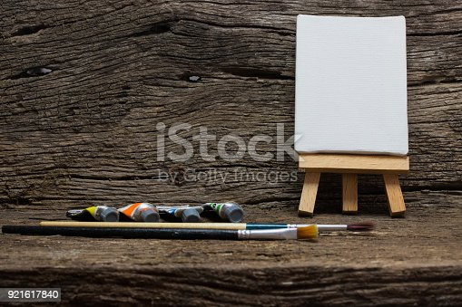 671393252istockphoto easel paint colour wood background 921617840