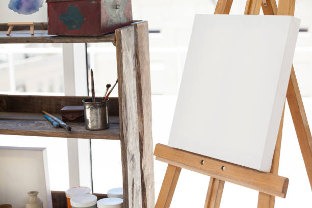 staffelei mit leeren leinwand - senior bilder wasser stock-fotos und bilder