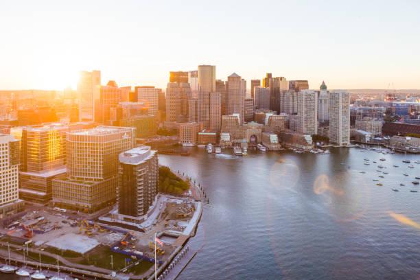 oost-boston waterfront luchtfoto zonsondergang - massachusetts stockfoto's en -beelden