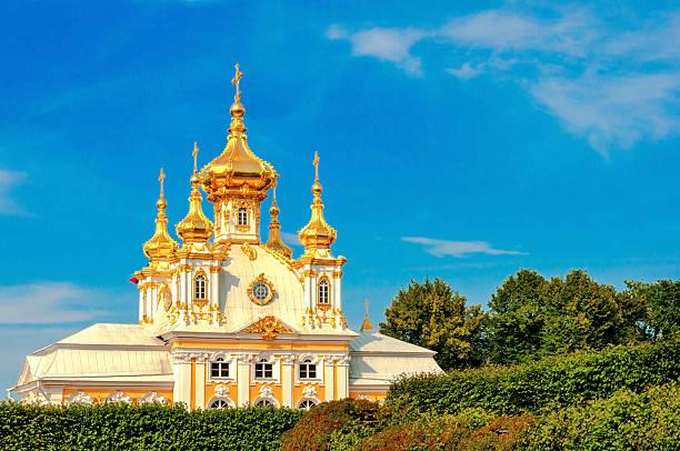 east chapel in peterghof, st petersburg, russia - peterhof stockfoto's en -beelden