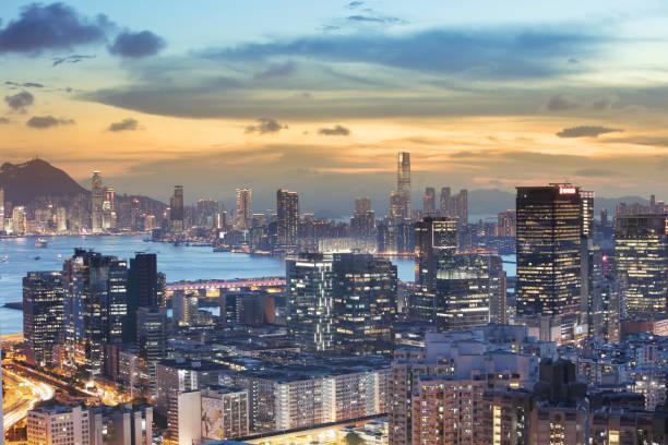 östlich von kowloon blick auf hk in der dämmerung - kowloon stock-fotos und bilder