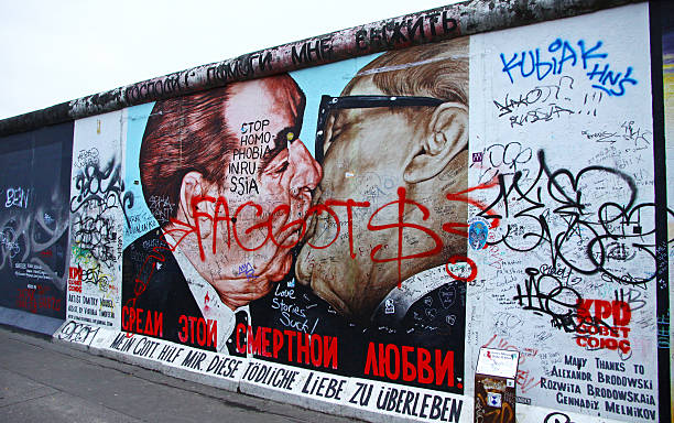 east side gallery a berlino, germania - est foto e immagini stock
