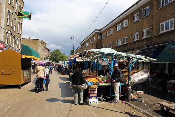 east street market, dem south london - plane kaufen stock-fotos und bilder