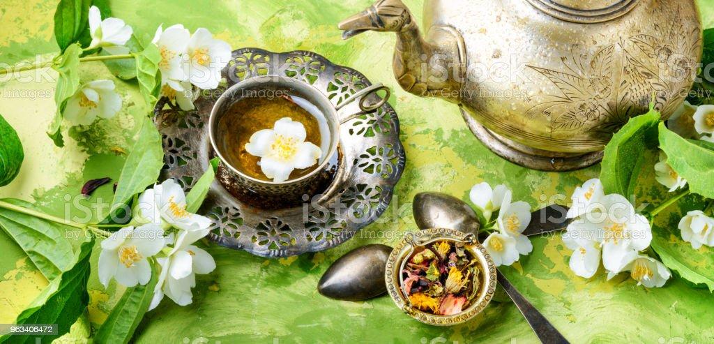 Wschodnia herbata kwiaty jaśminu - Zbiór zdjęć royalty-free (Filiżanka do herbaty)