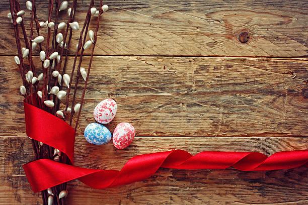 Cor de fundo da Páscoa, de três ovos - foto de acervo