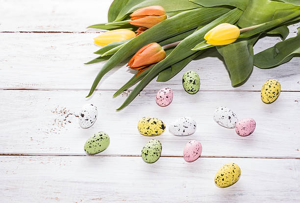 easter background with colorful eggs and tulips on wood background - meerdere lagen effect stockfoto's en -beelden