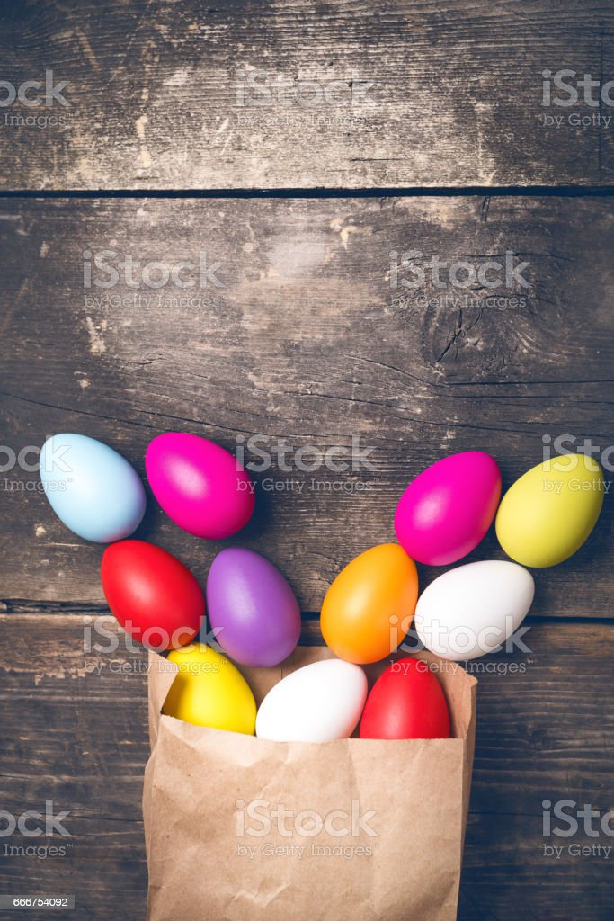 Easter bunny on old boards foto stock royalty-free