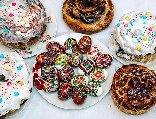 Ostern Kuchen und Bunte Eier – Foto
