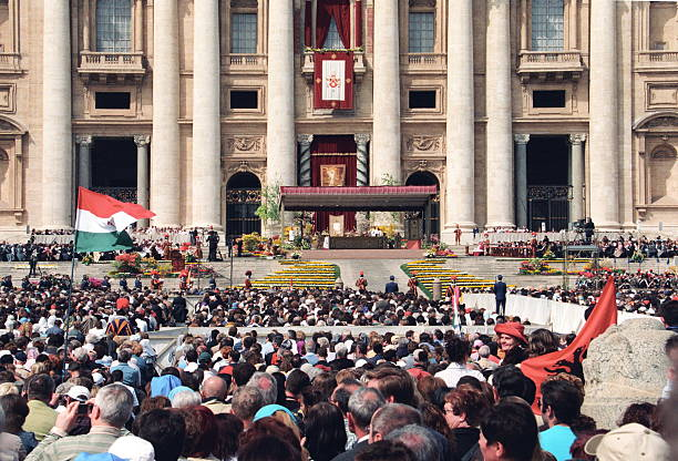 easter celebration at st peter's square in vatican, italy - foto di ratzinger foto e immagini stock