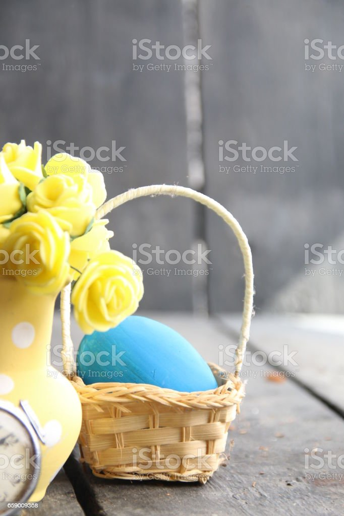Easter decoration with eggs and flowers royalty-free stock photo