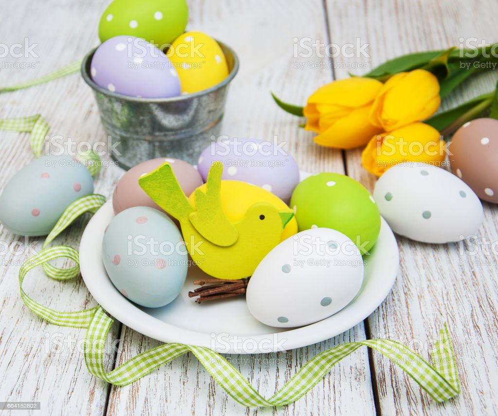 Easter eggs and tulips foto stock royalty-free