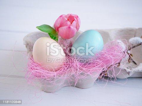 Speise, Ei, Blume, Ostern, Feiertag, Karton, Holztisch, Nahaufnahme, Textfreiraum