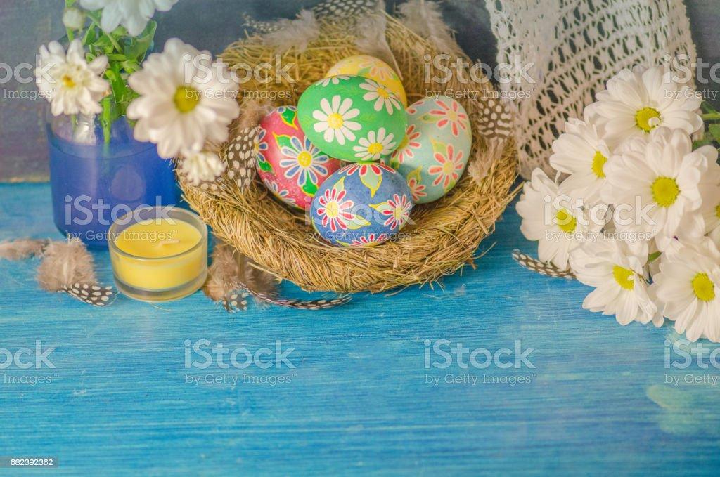 Easter eggs on wooden background photo libre de droits