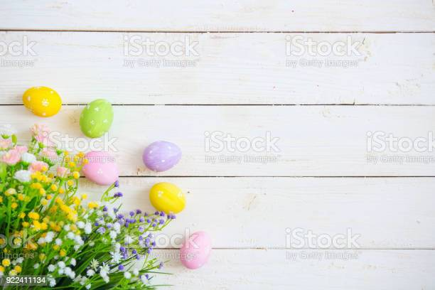 Easter eggs with flowers on white old wooden background picture id922411134?b=1&k=6&m=922411134&s=612x612&h=0puxhmjs4 mtbiglmhuy8jacrbvxykklu14c7rjub0w=