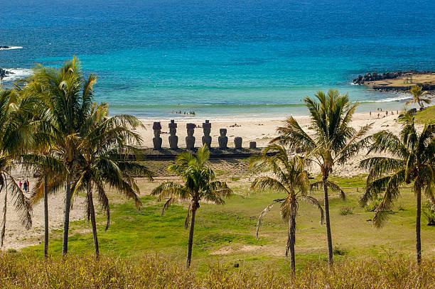 moai der osterinsel - osterinsel stock-fotos und bilder