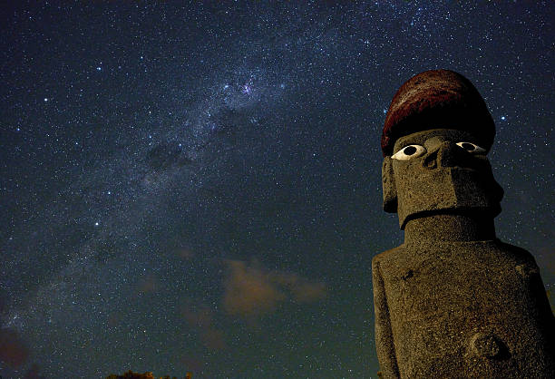 easter island moai statue under starry sky, chile. - centaurus bildbanksfoton och bilder