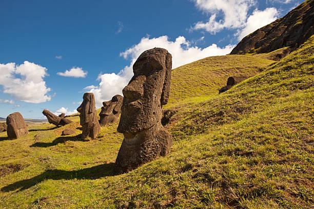 easter island statuen - osterinsel stock-fotos und bilder