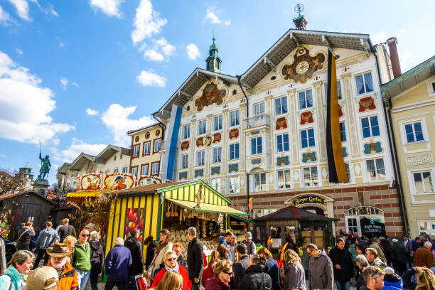easter market in bad toelz - germany - buona pasqua in tedesco foto e immagini stock